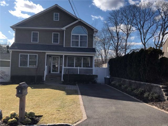 4 BR,  2.50 BTH Colonial style home in Holtsville