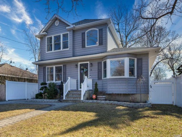 5 BR,  2.00 BTH  Colonial style home in Massapequa