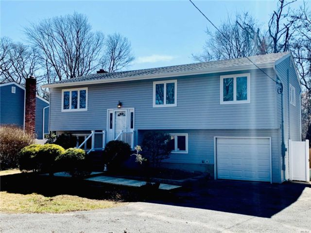 5 BR,  2.00 BTH  Hi ranch style home in Sayville