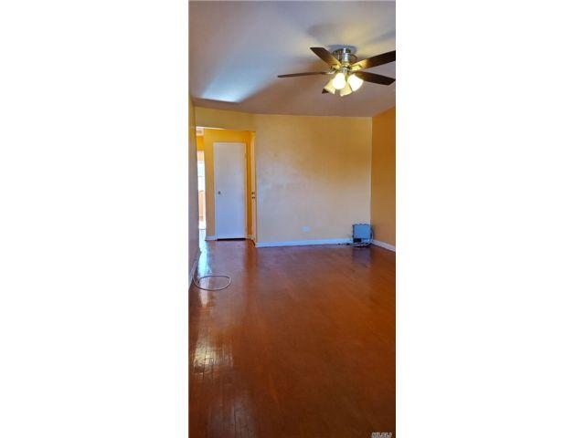 2 BR,  1.00 BTH Apt in bldg style home in Canarsie
