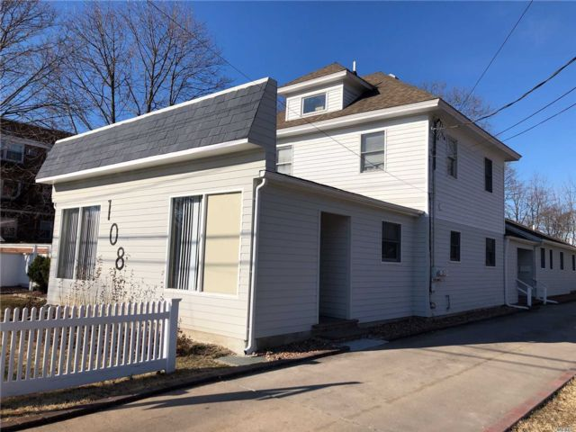 2 BR,  1.00 BTH Apt in house style home in Patchogue