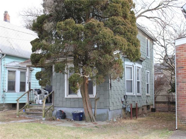2 BR,  1.00 BTH  2 story style home in Hempstead