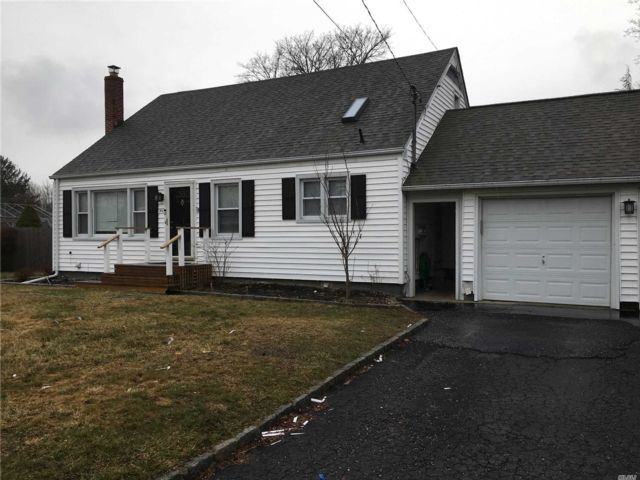 1 BR,  1.00 BTH Cape style home in Patchogue