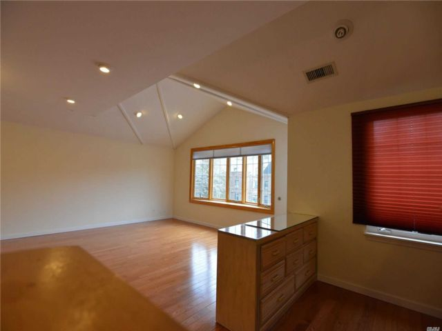 4 BR,  3.00 BTH  Contemporary style home in Little Neck
