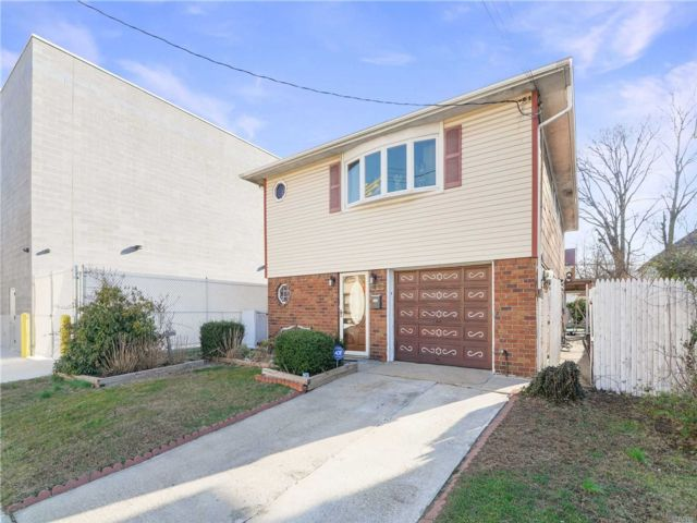 5 BR,  3.00 BTH 2 story style home in Queens Village