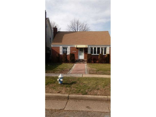 4 BR,  2.00 BTH Cape style home in Hempstead
