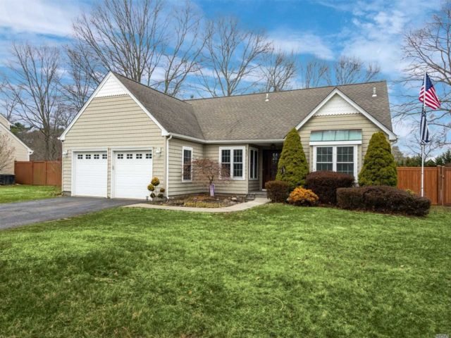 3 BR,  2.00 BTH Exp ranch style home in Coram