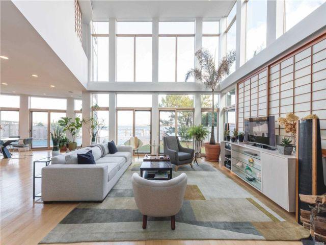 6 BR,  5.00 BTH Contemporary style home in Atlantic Beach