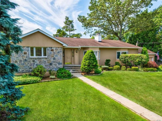 4 BR,  2.00 BTH Exp ranch style home in Massapequa