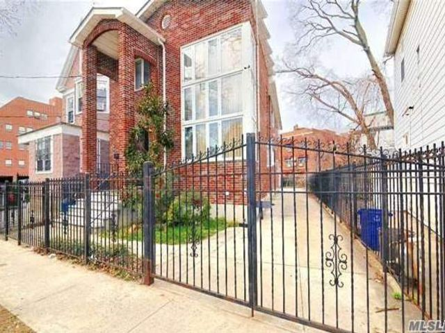 4 BR,  4.50 BTH Contemporary style home in Flushing