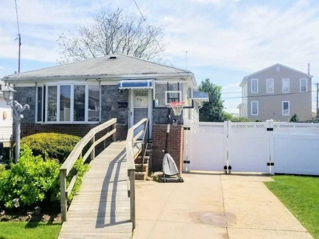 3 BR,  2.00 BTH  Ranch style home in Howard Beach