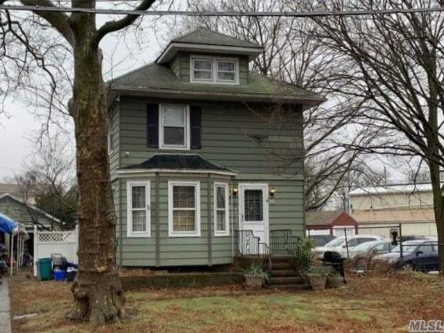 4 BR,  2.00 BTH  Colonial style home in East Rockaway