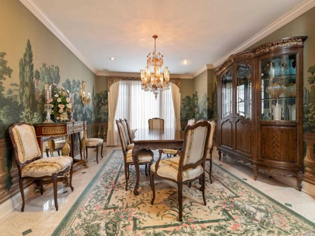 4 BR,  5.00 BTH Other style home in Manhasset
