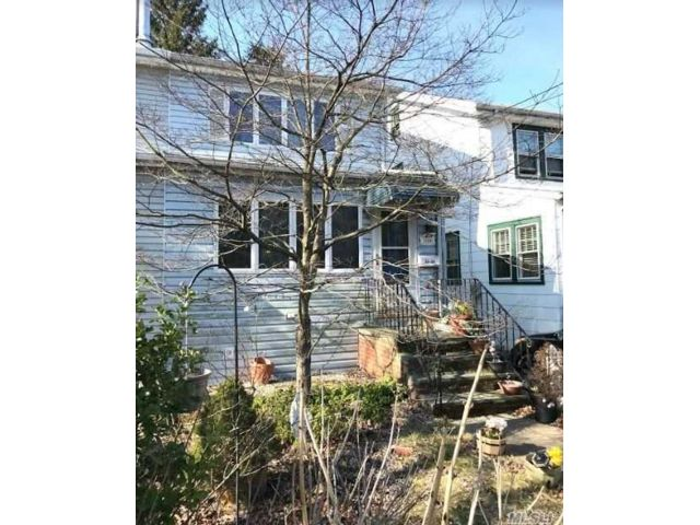 3 BR,  1.00 BTH Colonial style home in Little Neck