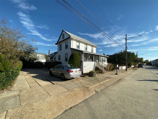 3 BR,  1.00 BTH Hist style home in Point Lookout
