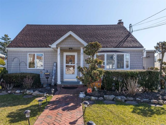 5 BR,  2.00 BTH Exp cape style home in Oceanside
