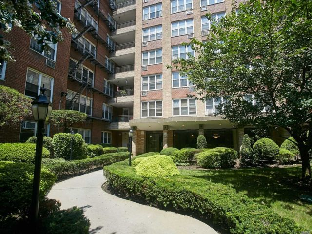 2 BR,  2.00 BTH Co-op style home in Elmhurst