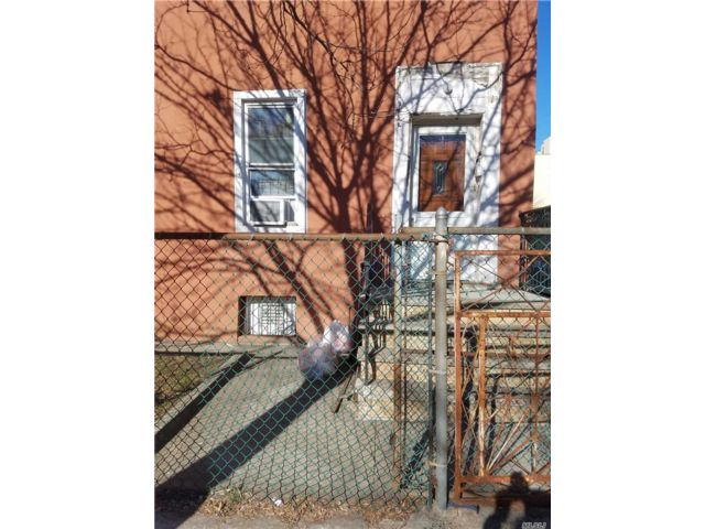 3 BR,  3.00 BTH  2 story style home in Bushwick