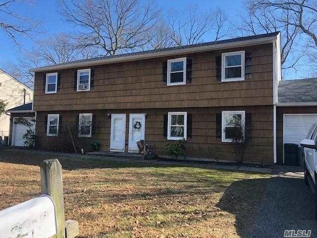 8 BR,  4.00 BTH Duplex style home in Huntington