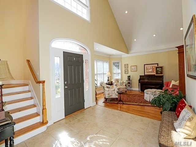 [Merrick Real Estate, listing number 3106618]