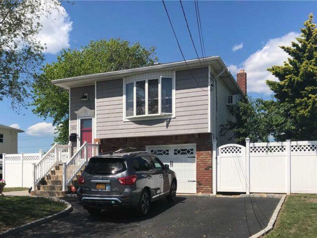 [Lindenhurst Real Estate, listing number 3106624]