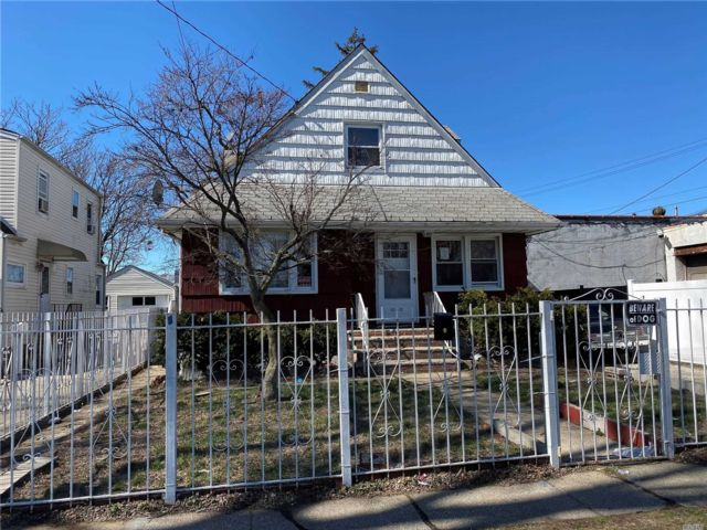 3 BR,  1.00 BTH  Colonial style home in Rosedale