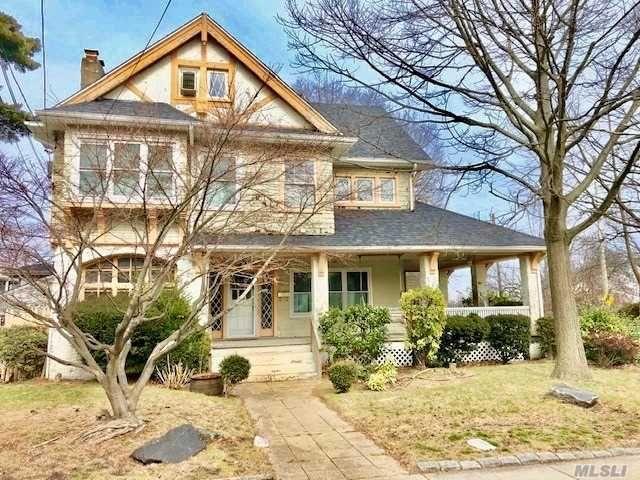 8 BR,  3.00 BTH Victorian style home in Far Rockaway