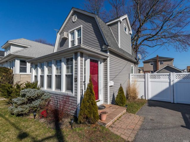 2 BR,  1.00 BTH Colonial style home in East Rockaway