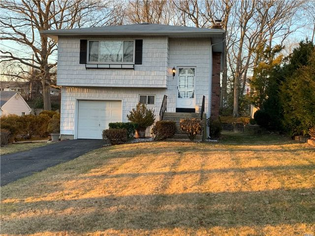 4 BR,  1.50 BTH Hi ranch style home in Lake Ronkonkoma
