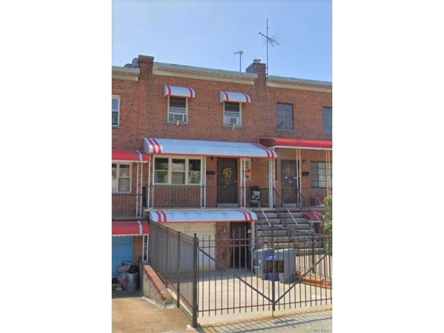 3 BR,  3.00 BTH Townhouse style home in Castle Hill