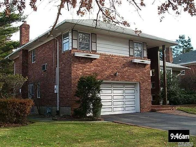 4 BR,  3.00 BTH Split style home in Woodmere
