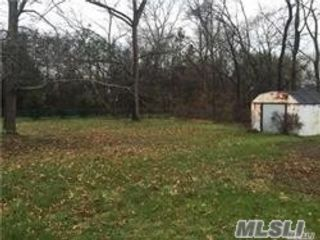 Lot <b>Size:</b> 60x100  Land style home in Smithtown