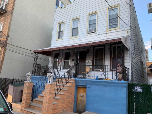 7 BR,  3.00 BTH  2 story style home in Middle Village