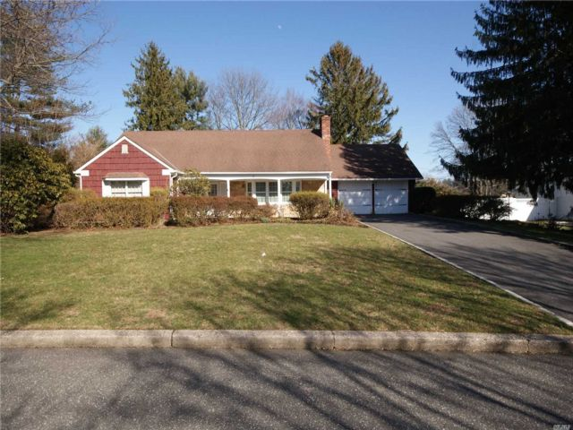 5 BR,  3.00 BTH Farm ranch style home in Stony Brook