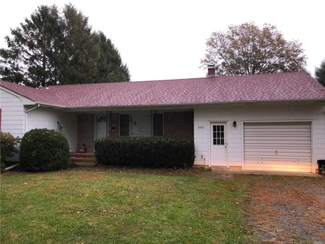 3 BR,  2.00 BTH Exp ranch style home in Orient