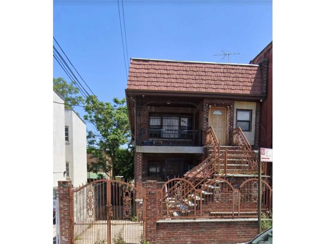 10 BR,  5.00 BTH  Ranch style home in East New York