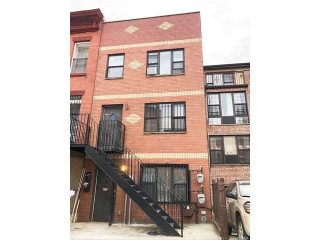 6 BR,  3.00 BTH Colonial style home in Bushwick
