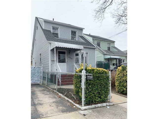 2 BR,  3.00 BTH  Colonial style home in Maspeth