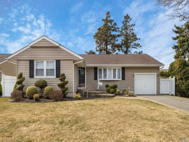 3 BR,  1.00 BTH Exp ranch style home in Massapequa Park