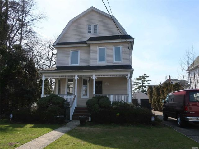 5 BR,  2.50 BTH Colonial style home in Rockville Centre