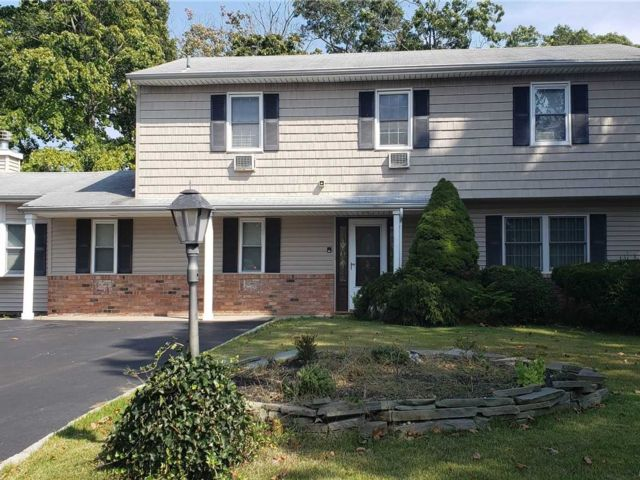 4 BR,  3.50 BTH  Split style home in Sayville