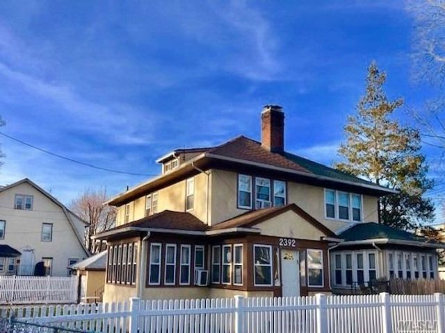 3 BR,  1.50 BTH Colonial style home in Far Rockaway