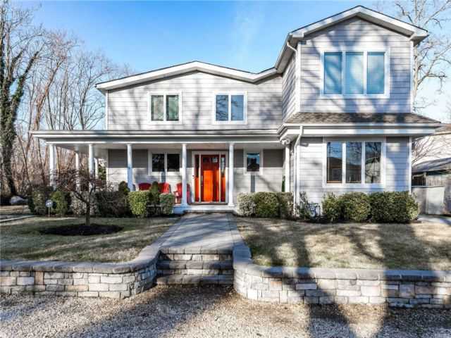 5 BR,  3.50 BTH Colonial style home in Bayville