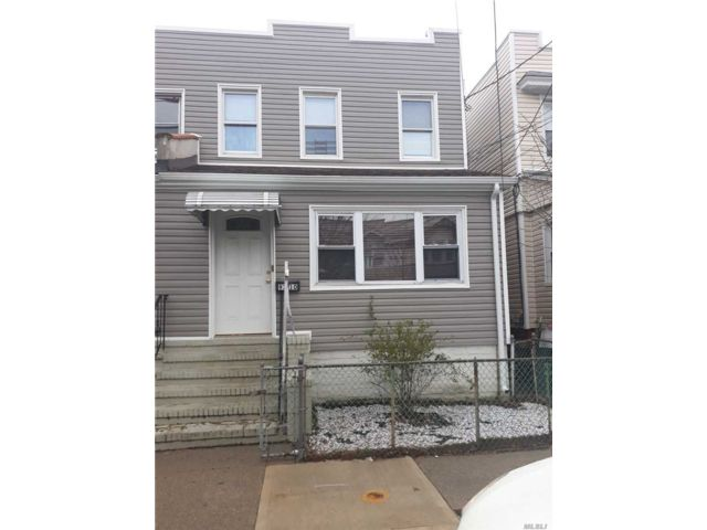 6 BR,  4.00 BTH  Colonial style home in Woodhaven