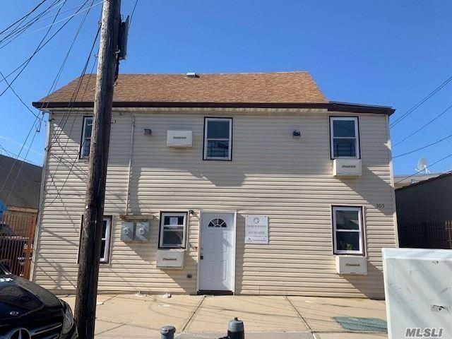 3 BR,  2.00 BTH Colonial style home in Far Rockaway