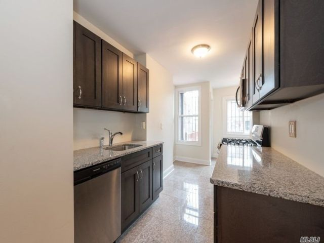 4 BR,  3.00 BTH Colonial style home in Elmhurst