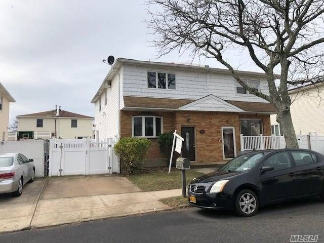 3 BR,  2.00 BTH Colonial style home in Eltingville