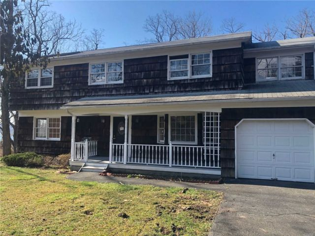 5 BR,  3.00 BTH Colonial style home in Miller Place