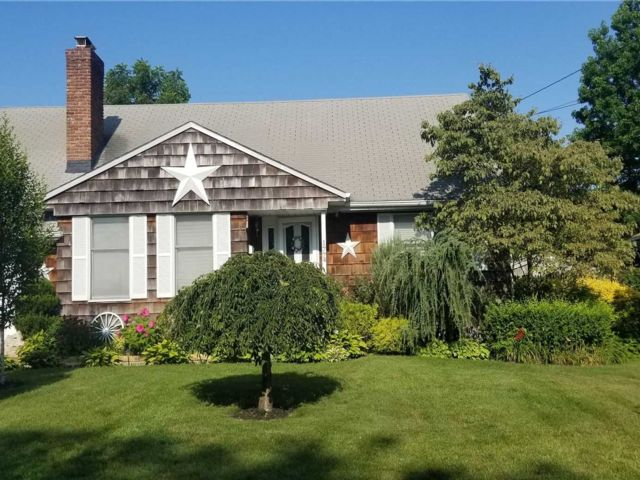 4 BR,  2.00 BTH  Cape style home in Wantagh