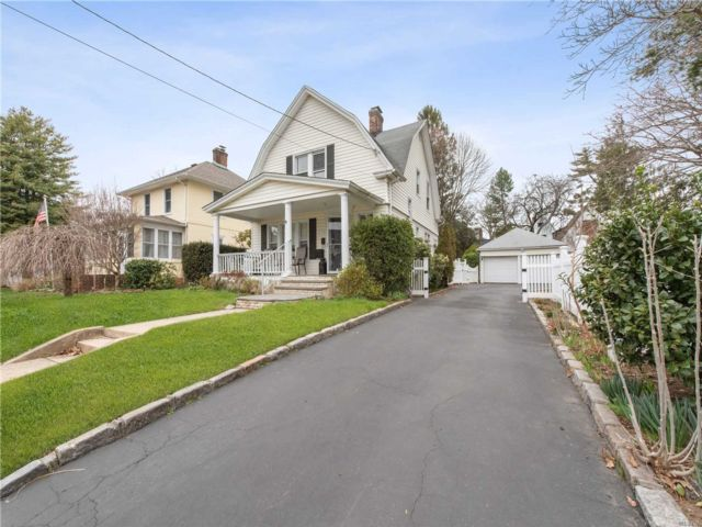 3 BR,  1.50 BTH  Colonial style home in Westbury